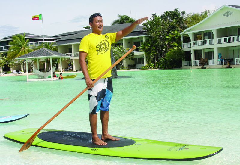 LOOK STRAIGHT AHEAD. Buzzy Budlong of Island Buzz wants Cebu to be known for the Stand Up Paddle. (Photo by Iste Sesante Leopoldo)