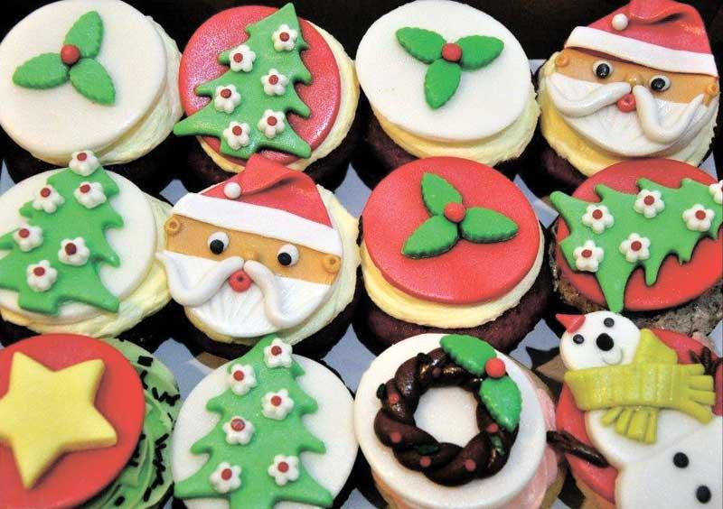 Customized Christmas cupcakes