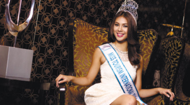 ALL ABLOOM. A late bloomer in the beauty pageant scene, Angeli Dione Gomez was crowned Reyna Ng Aliwan in 2012, then as Mutya Ng Pilipinas-Tourism in 2013. She won the Miss Tourism International title in the same year, following activities that ran for almost a month in Kuala Lumpur, Malaysia.