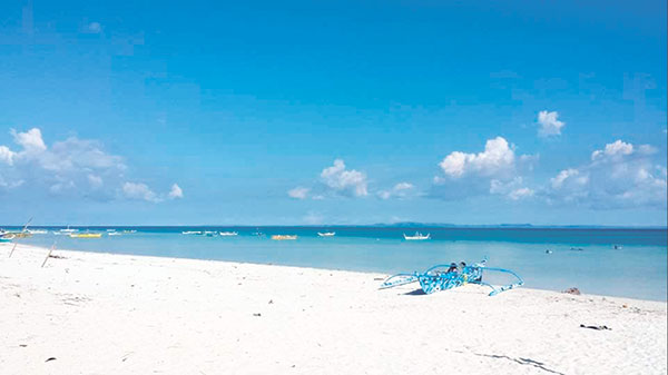 BEACHES. One of the best ways to enjoy Sta. Fe is frolicking in its pristine white beaches. (Photo by Freon L. Ollival)