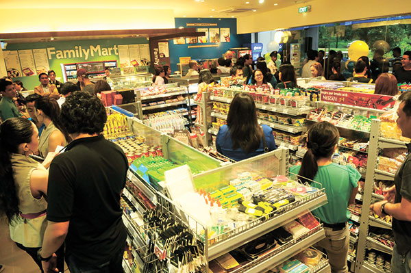 FAMILY AFFAIR. A glimpse of a FamilyMart store in IT Park during the simultaneous launch of five branches all over Cebu City. (SUN.STAR PHOTOS/ARNI ACLAO)