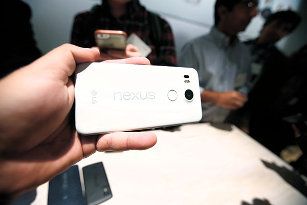 NEXUS IN LINE. The new Google Nexus 5X models on display at the event in San Francisco. Google began taking pre-orders for the Nexus phones in the US, United Kingdom, Ireland and Japan on Tuesday with prices for the 6P starting at $499 and $379 for the 5X with no commitment to a wireless contract required. (AP PHOTO)