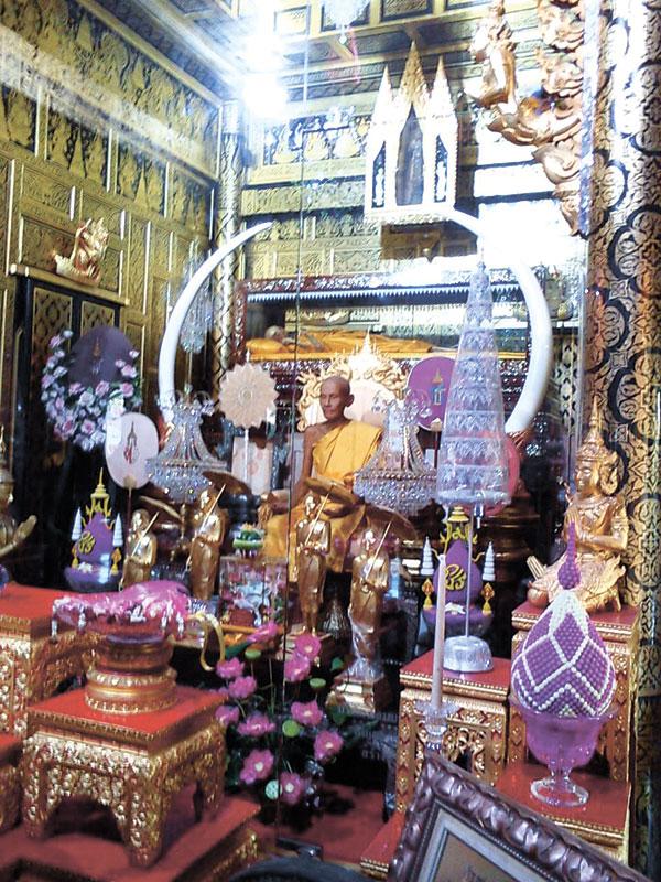 Mae Klong River Temples