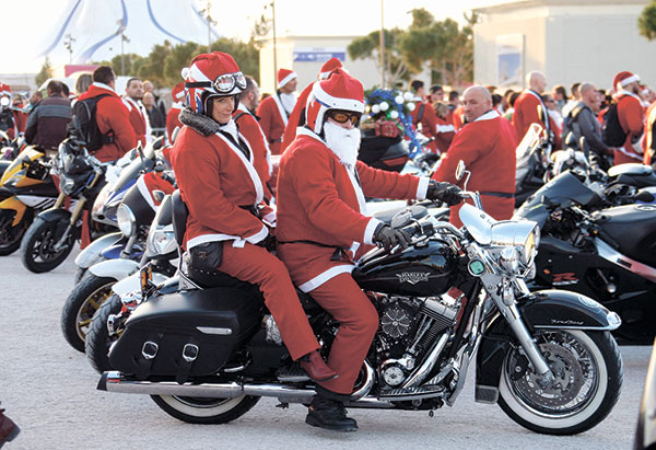 RED RIDING IN THE HOOD. Motorcyclist members of Sliders Massilia Motor Club wear Santa Claus costumes, as they ride in the Old-Port, in Marseille, France. Every rider brought a new toy for children hospitalized in the public hospitals in Marseille. (AP PHOTO)