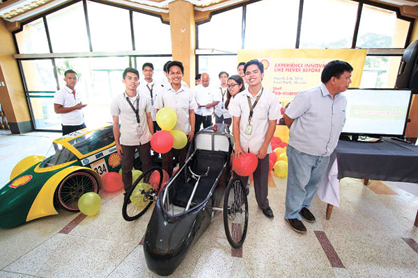 GASOLINE-POWERED. Team HandosSugbo 2 with their go-kart entry under the Gasoline Prototype Category at the Shell Mobility Week launching last month. (Photo by Angelo Nico Daroy)