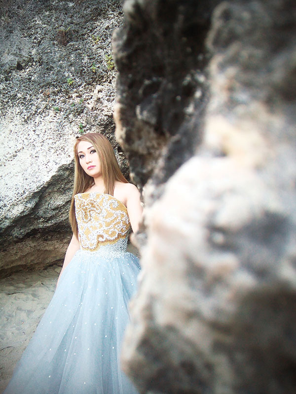 NEW LIGHT. Model Stacey Nicole Swardt emerges from the rock formations of Tingko Beach in Alcoy during the hands-on session of the first Phoneography Cebu Exclusive Fashion Shoot and Workshop. (PHOTO BY DAVE S. VILLAFAÑE/ FlareS3 + VSCOcam App)