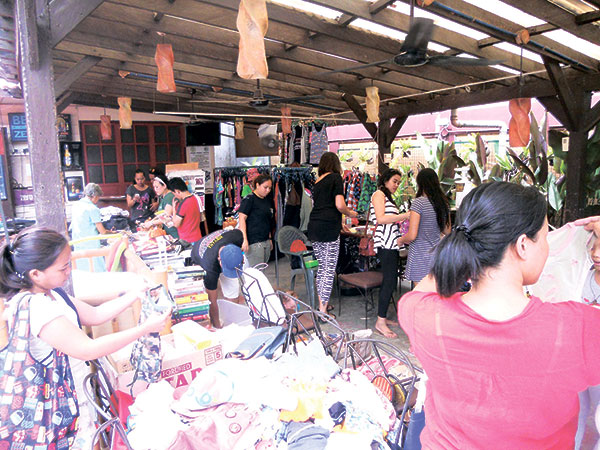 Cebu Monthly Flea Market at Handuraw Pizza  Gorordo