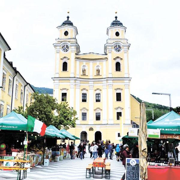 Basilika Mondsee and Mercato Dolce Vita