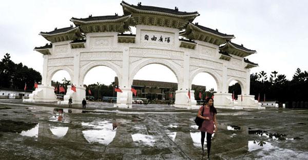 Palace gate of the Chiang Kai Shek Memorial Hall
