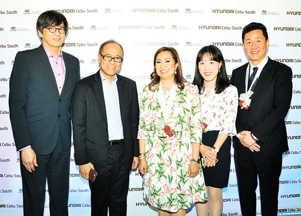 Hyundai Asia Resources, Inc. Trade and Development Cluster Senior Vice President Jun Cortez, Chief Finance Officer Ladis Avila Jr and President and CEO Ma. Fe Perez-Agudo, Hyundai Motor Company Asia & Pacific Team Assistant Manager Claire Chae and General Manager Je Sog Ryu