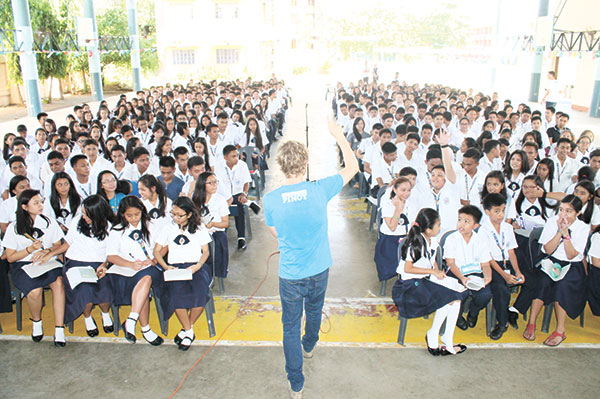 Mike Grogan discusses the rise of the Pinoy to students of St. Louis College Cebu