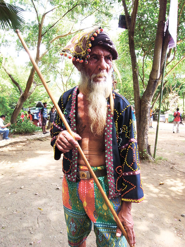 IDENTITY. Wearing his traditional garb, Bagobo-Tagabawa tribesman stands with his salopot at the 31st Kadayawn Festival in Davao City.