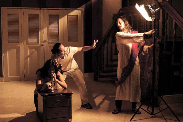 Hesus helping DOP Ruel Antipuesto set up the lights for a scene