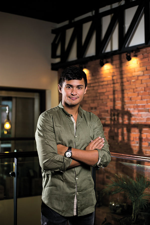 MAN OF THE MOMENT. Matteo Guidicelli is a household name and everyone knows he's from Cebu. But there's something about Matteo that makes him exceptional yet grounded at the same time. SunStar Weekend seeks out the truth about the man of the moment.