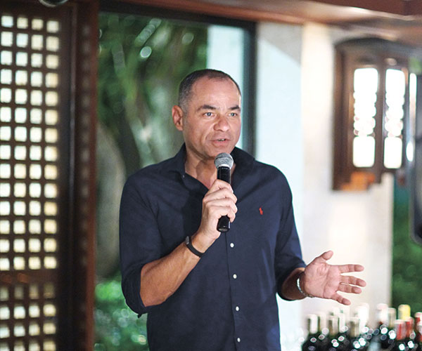 General Manager René Egle