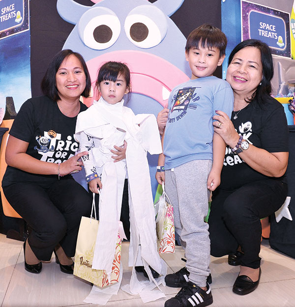 Yanna and Vijay Pabriga win the 'Mummy goes to Space' contest