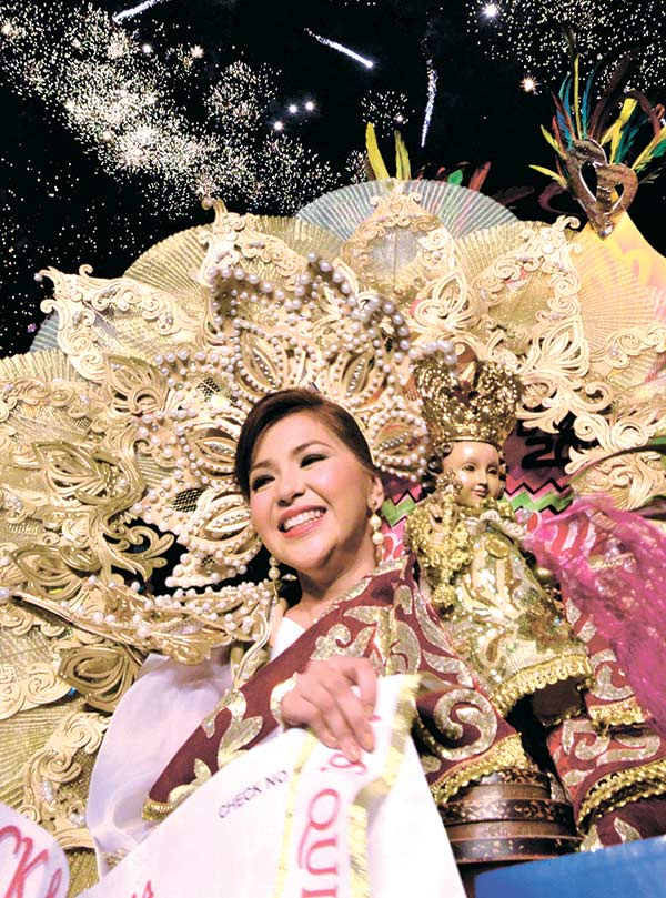 The Sinulog 2014 Festival Queen wearing an Aldo Senining Loquinario costume. (SUNSTAR FILE)
